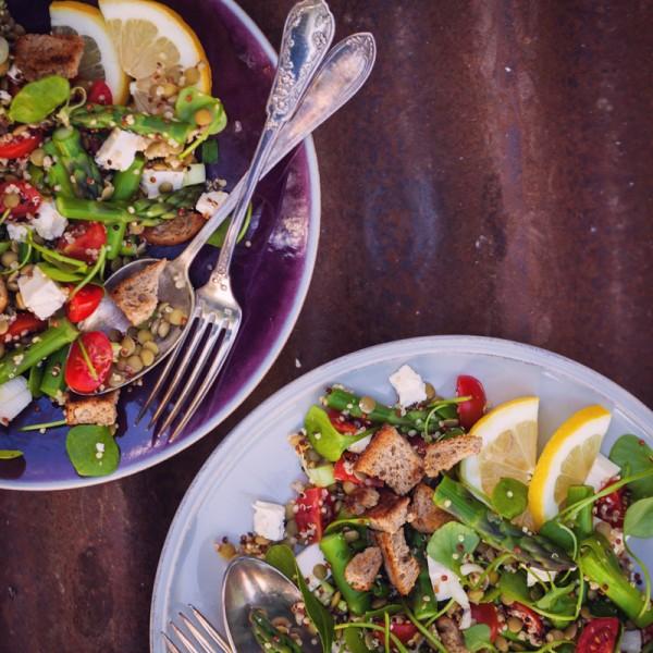 Linsen-Quinoa-Spargel-Salat mit Feta