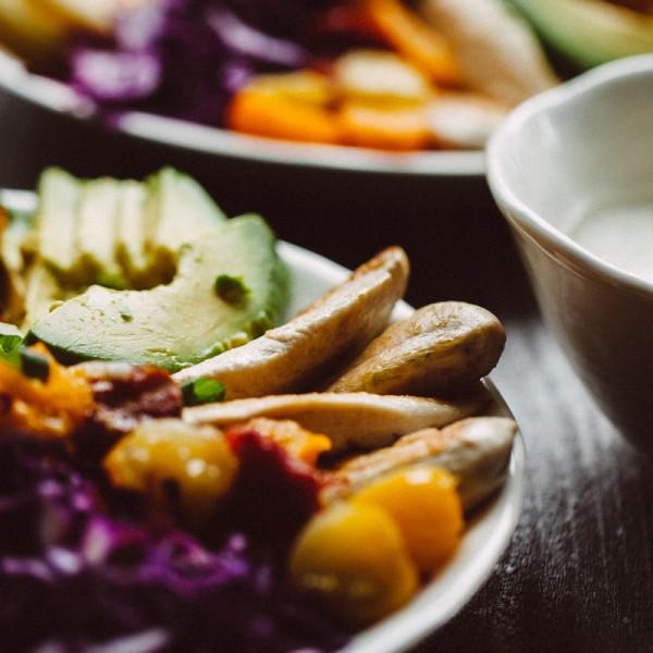 Regenbogensalat mit Poulet