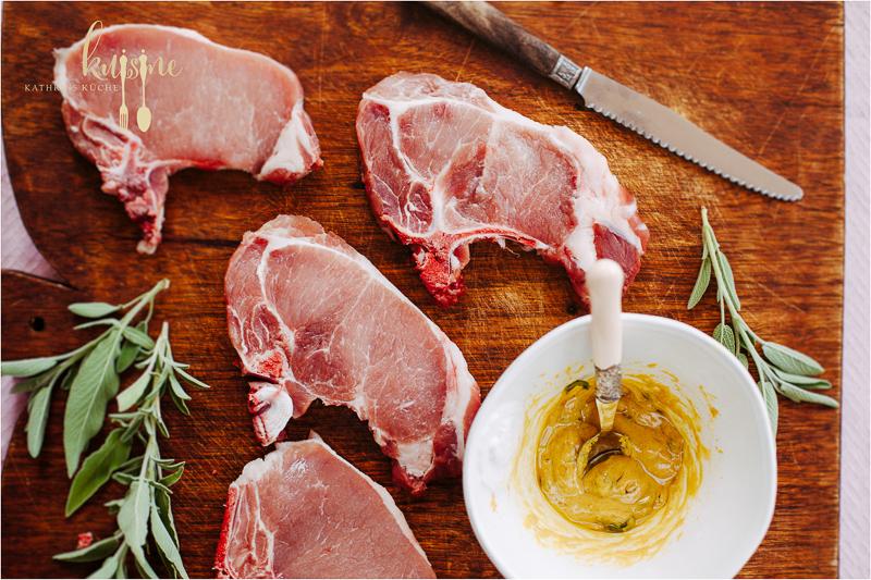 kuisine-gegrillte-schweinekoteletts-mit-salbei-und-thymian-kartoffeln-2