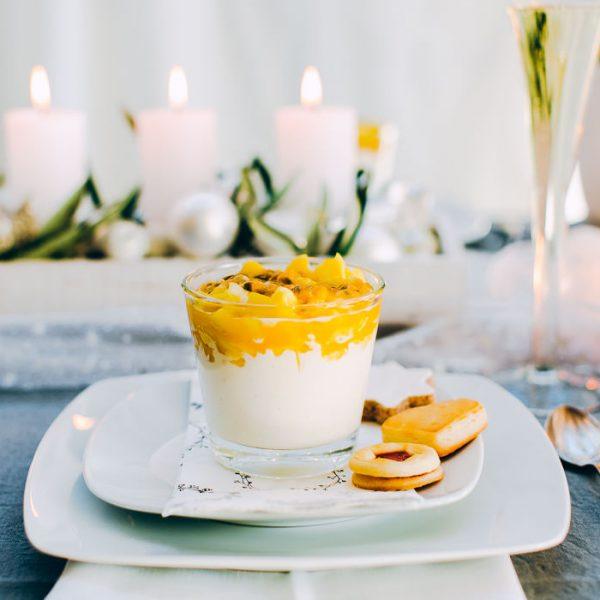 Griechischer Joghurt mit Passionsfrucht und Mango