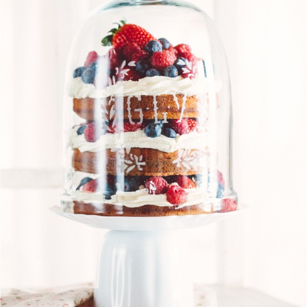 Kuisines Geburtstagstorte - naked cake with berries