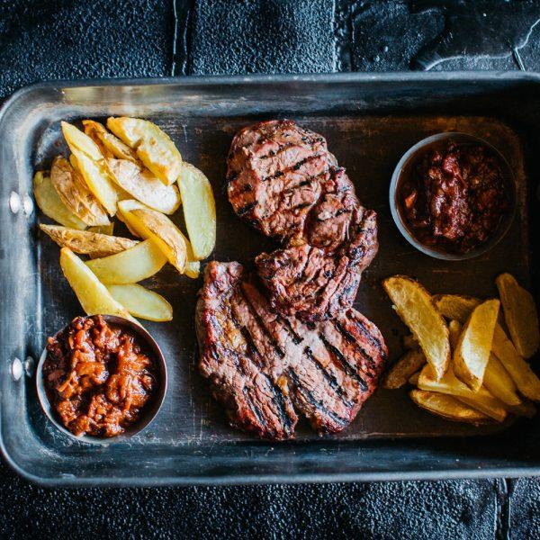 Irish Rib Eye Steak mit BBQ-Guinness Sauce und Country Cuts